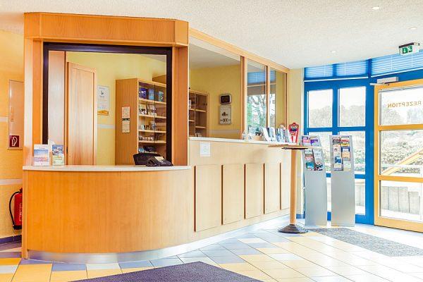 Urlaub für Senioren auf der Insel Rügen – Rezeption vom Haus Seeadler in Sellin